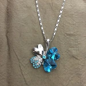 Jewelry - 18k white gold plated flower pendant necklace